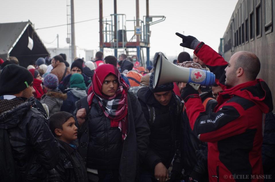 Femmes réfugiées sur le chemin
